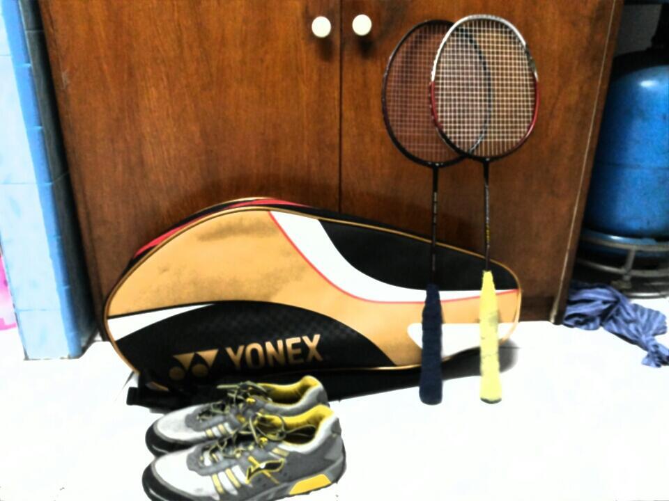 ShowOff Perlengkapan Koleksi Badminton Agan