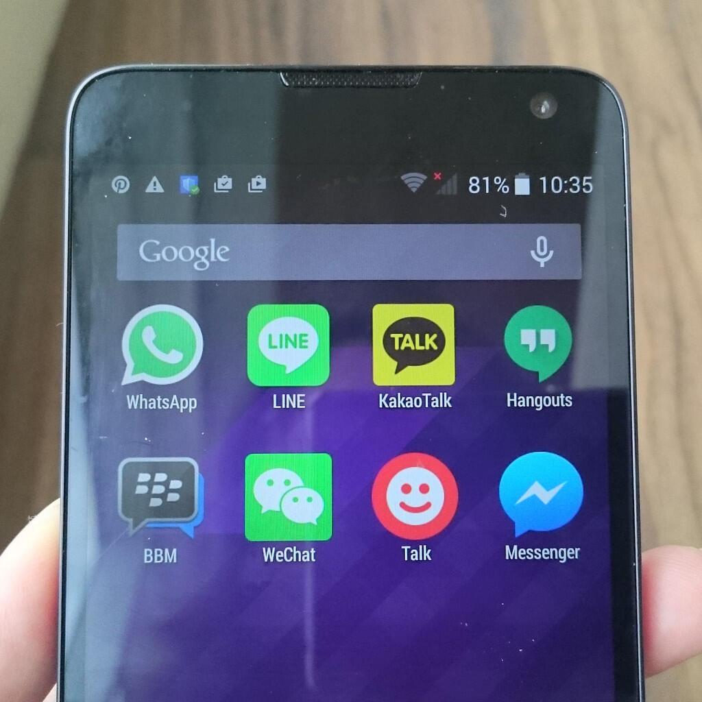 6 Hal Yang Bikin Cewek Nggak Mau Move On Dari Smartphone Saat Di