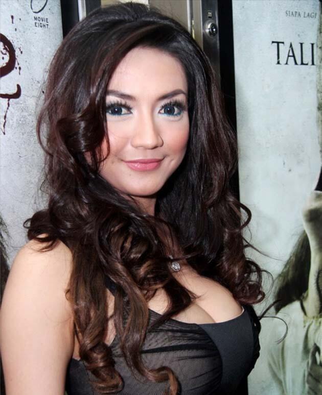 Payudara Terseksi Artis Indonesia
