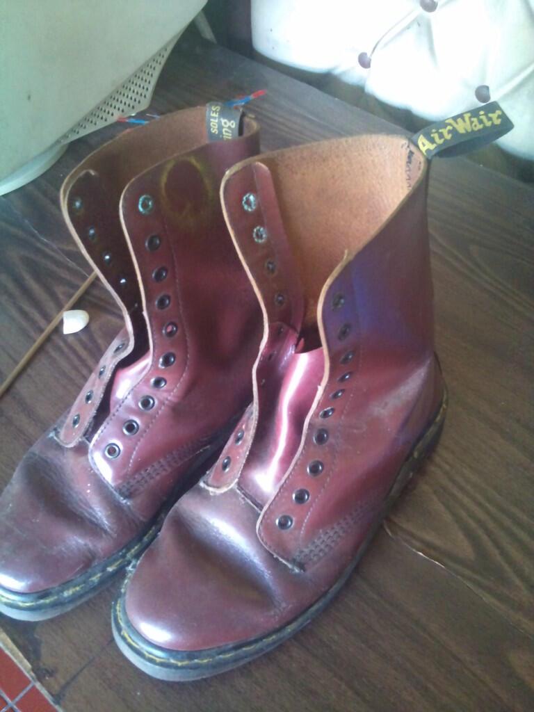 Balasan  308 dari Deretan Sepatu dan Sandal Legendaris di Era 80-90an  308340fa81