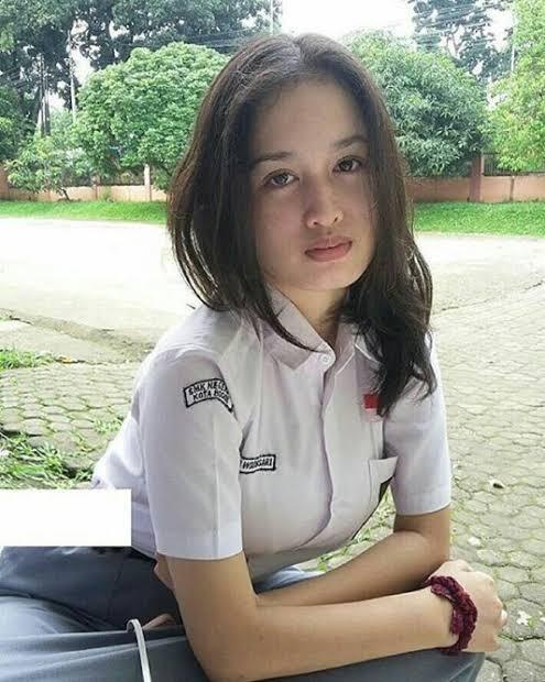 2 siswi smp bandung indonesia - 2 3