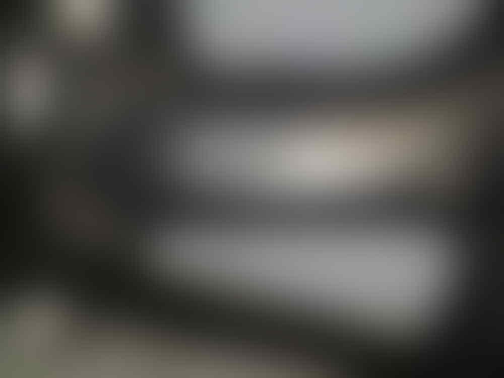 1 SET PELEK V-ROSSI DAN BAN BATTLAX BEKAS CBR 150 OLD BARU 1BULAN PAKE