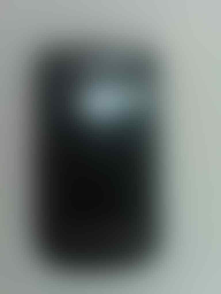 Blackberry Tour 1 second black