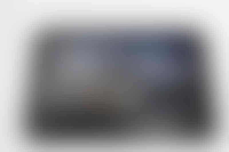 JUAL CEPAT !!! Motorola Xoom 3G MZ601 + WiFi - 32 GB - Hitam/Silver