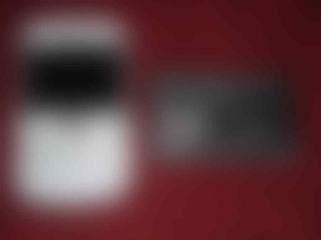 Blackberry Dakota 9900 White Second Mulus 97%, Lengkap, Garansi TAM s/d Februari 2014