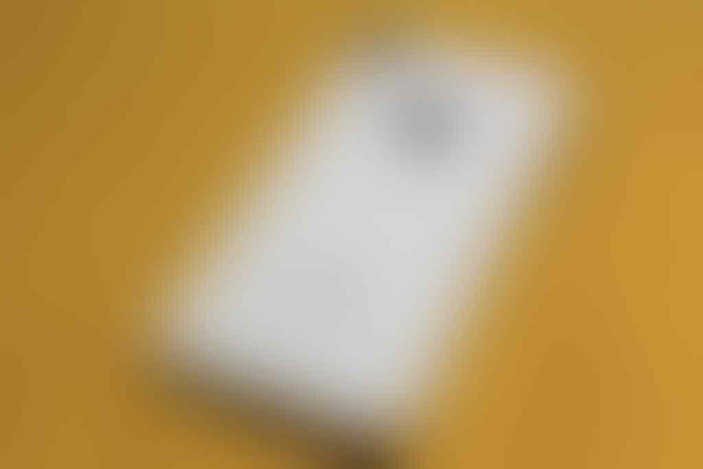 [JUAL] Xperia Z LTE Black garansi SCM & iPhone 4G 8Gb white garansi SES [BUTUH UANG]