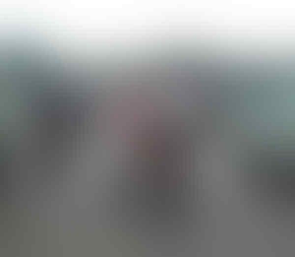 Ada Bule Misterius Yang Suka Narik Becak Merah Putih, Siapakah Dia?