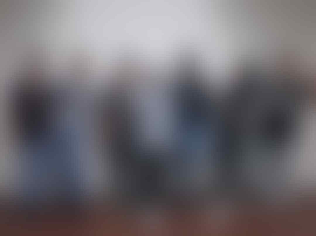 10 Potret Manis Keakraban Nissa Sabyan dengan Grup Gambusnya