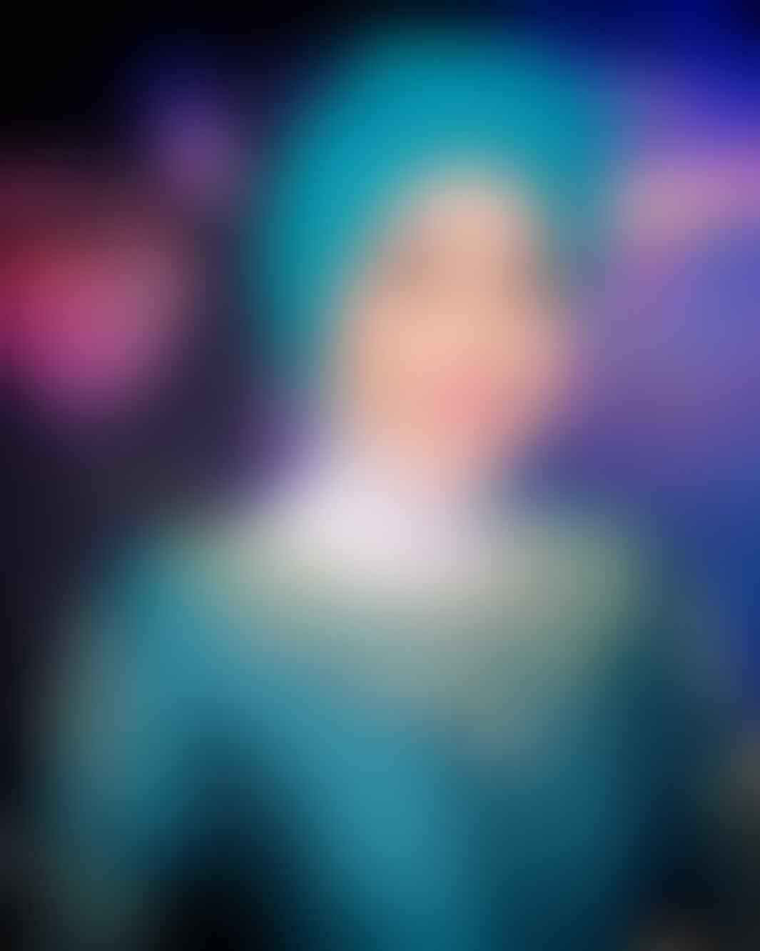Dari Putri Muslimah Asia ke Host Aksi, Ini 10 Potret Uyaina Arshad