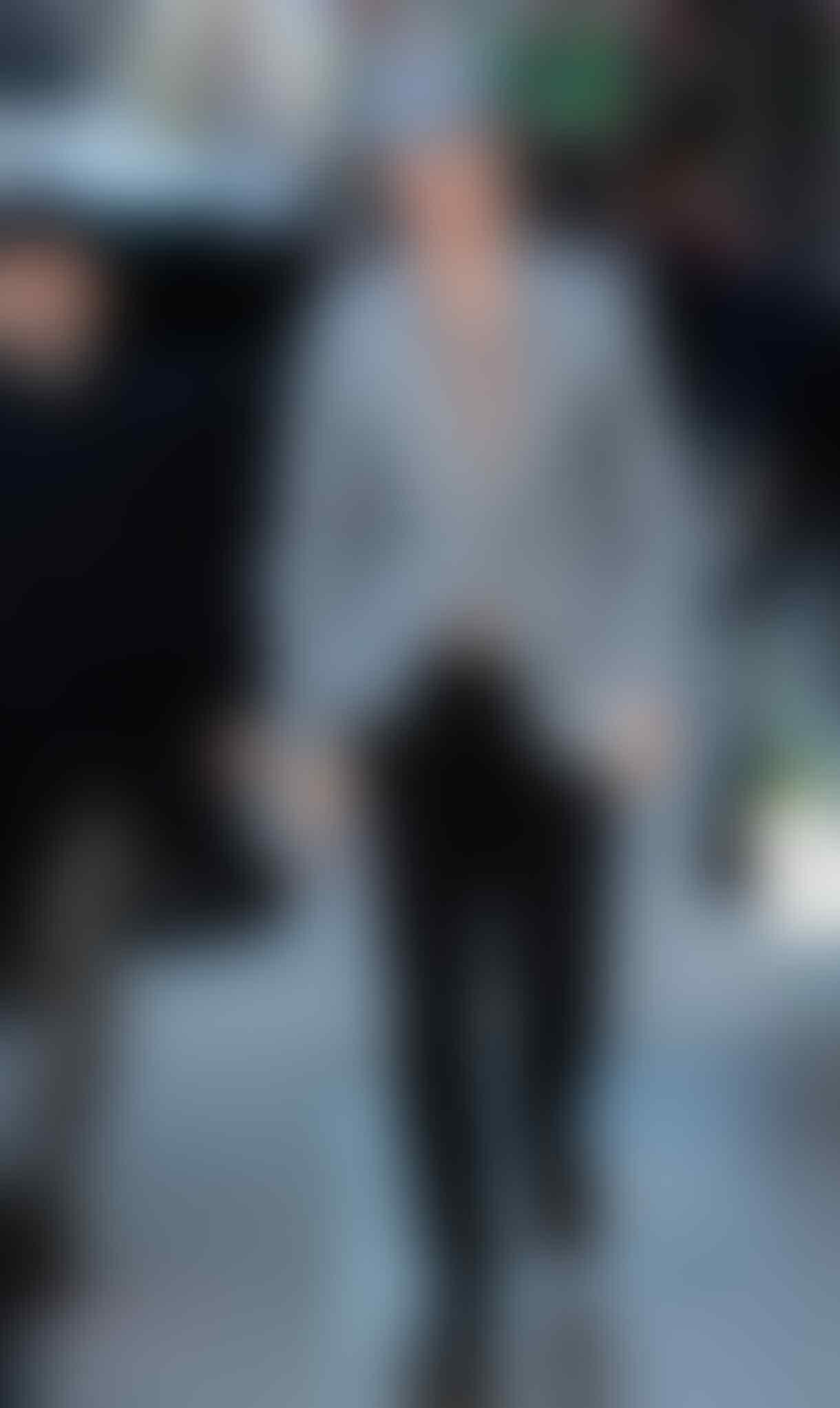 9 Gaya Mix & Match Topi Ala Benedict Cumberbatch, Kece Abis!