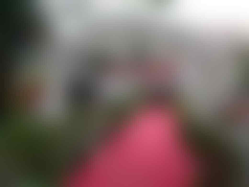 [Linimasa] Pilkada Jatim: Rumah Khofifah Banjir Karangan Bunga