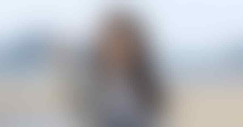 Kelewat Santai, Ini 6 Karakter Cewek Pecinta Warna Abu-abu
