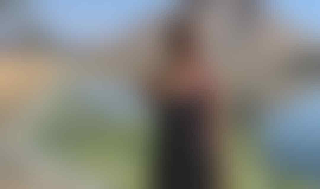 15 Potret Kece Liburan ala Nadine Chandrawinata, Menantang Banget!