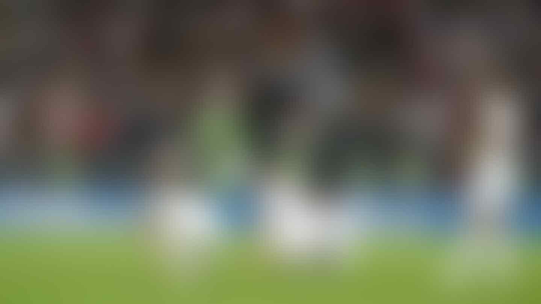 FOTO: Inggris Memang Pulang, Tapi Tidak Bersama Sepak Bola