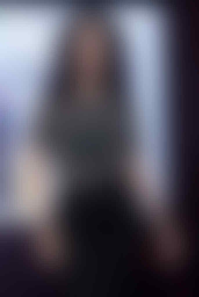 Wizzy Williana Tampil Manis Dengan Baju Polkadot