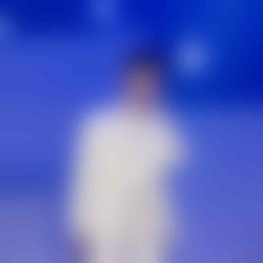 Jadi Leader Kharismatik, 7 Bukti Gagahnya Suho EXO dengan Setelan Jas