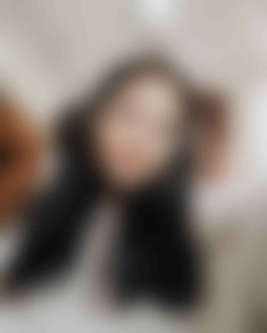 10 Potret Memesona Hanggini dari Host Koki Cilik Hingga Penyanyi