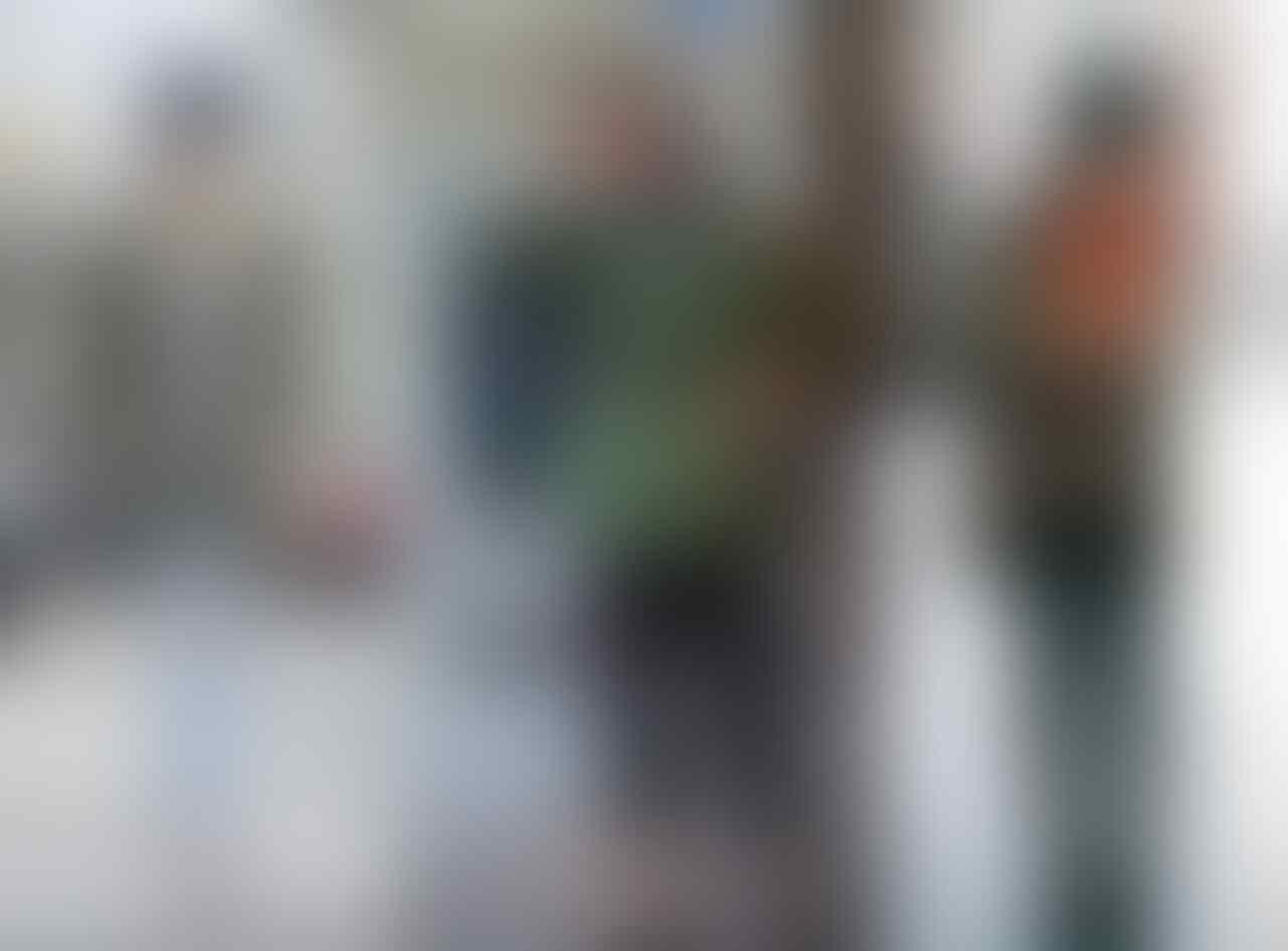 8 Ide Padu Padan Jaket Parka untuk Gaya Kekinian saat Musim Hujan