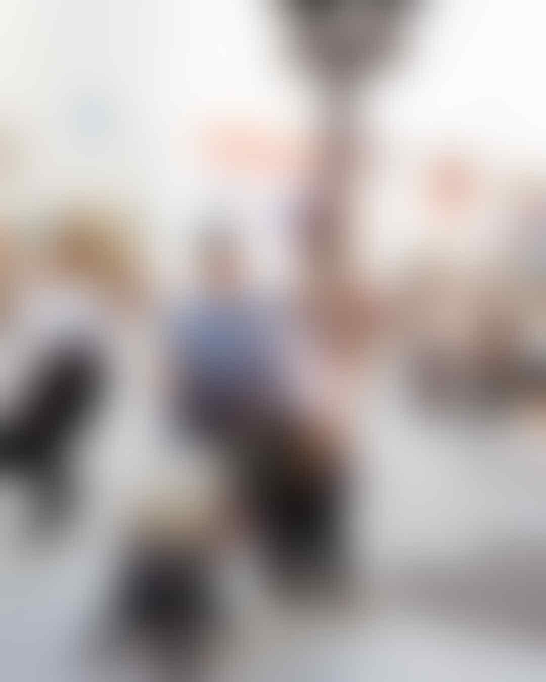 Pertama Bareng Anak, 10 Potret Serunya Liburan Keluarga Haykal Kamil