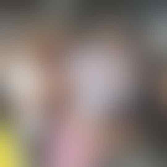 Ekspresi Sandi Saat Foto Bareng Warga yang Pose Salam 1 Jari,Simak Fotonya Lalu Komen
