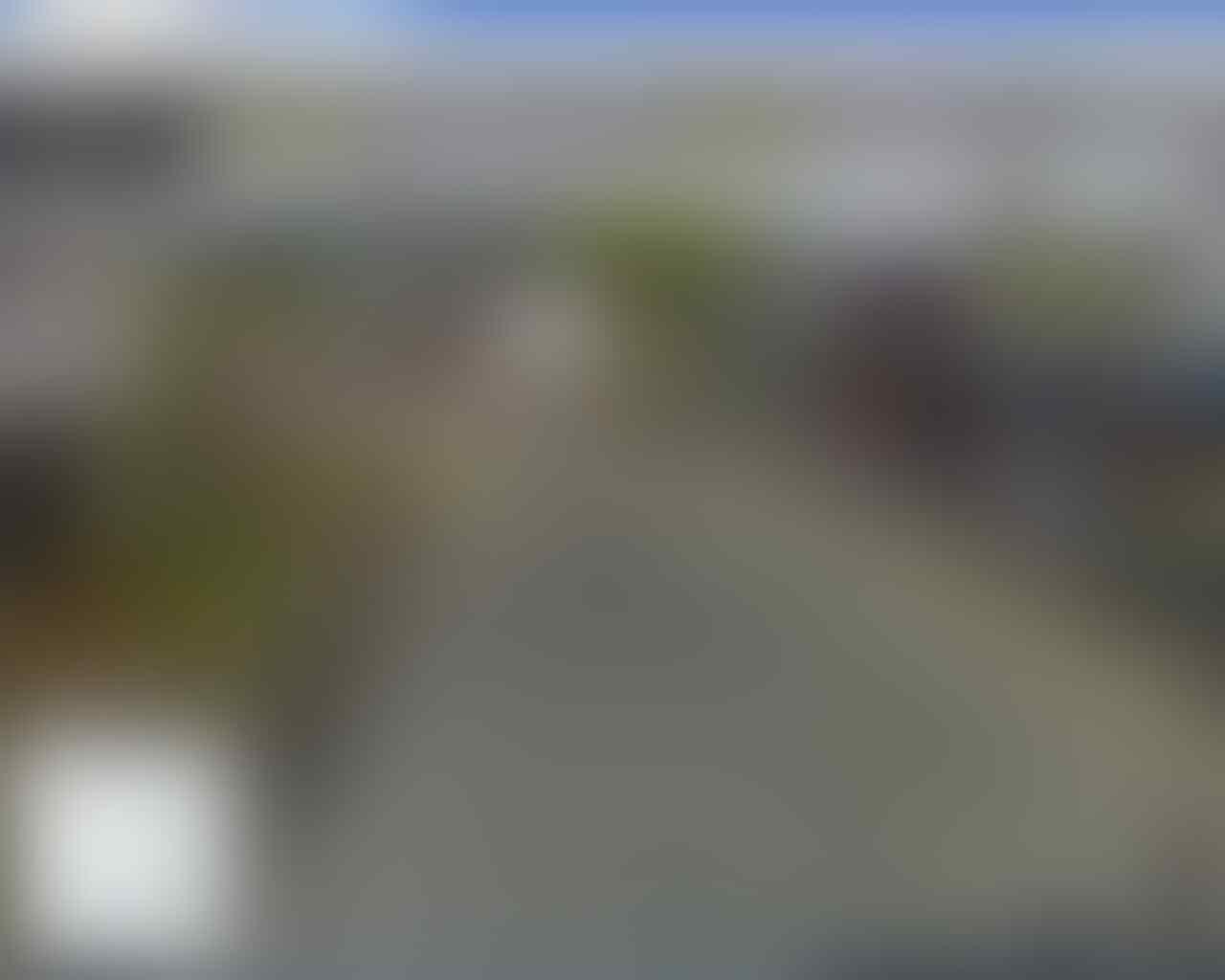 Viral! Video Kereta Berhenti di Tengah Perlintasan, Asisten Masinis Beli Makanan?