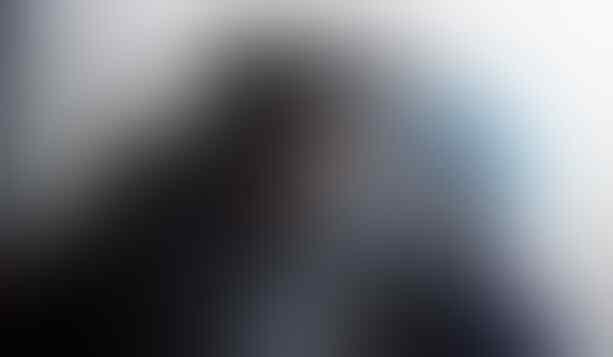 Viral, Kisah Menyentuh Suster Virus Corona yang Cium Kekasihnya dari Balik Kaca
