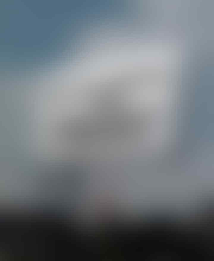 Viral Video Bapak-bapak Berdoa di Depan Baliho Habib Rizieq