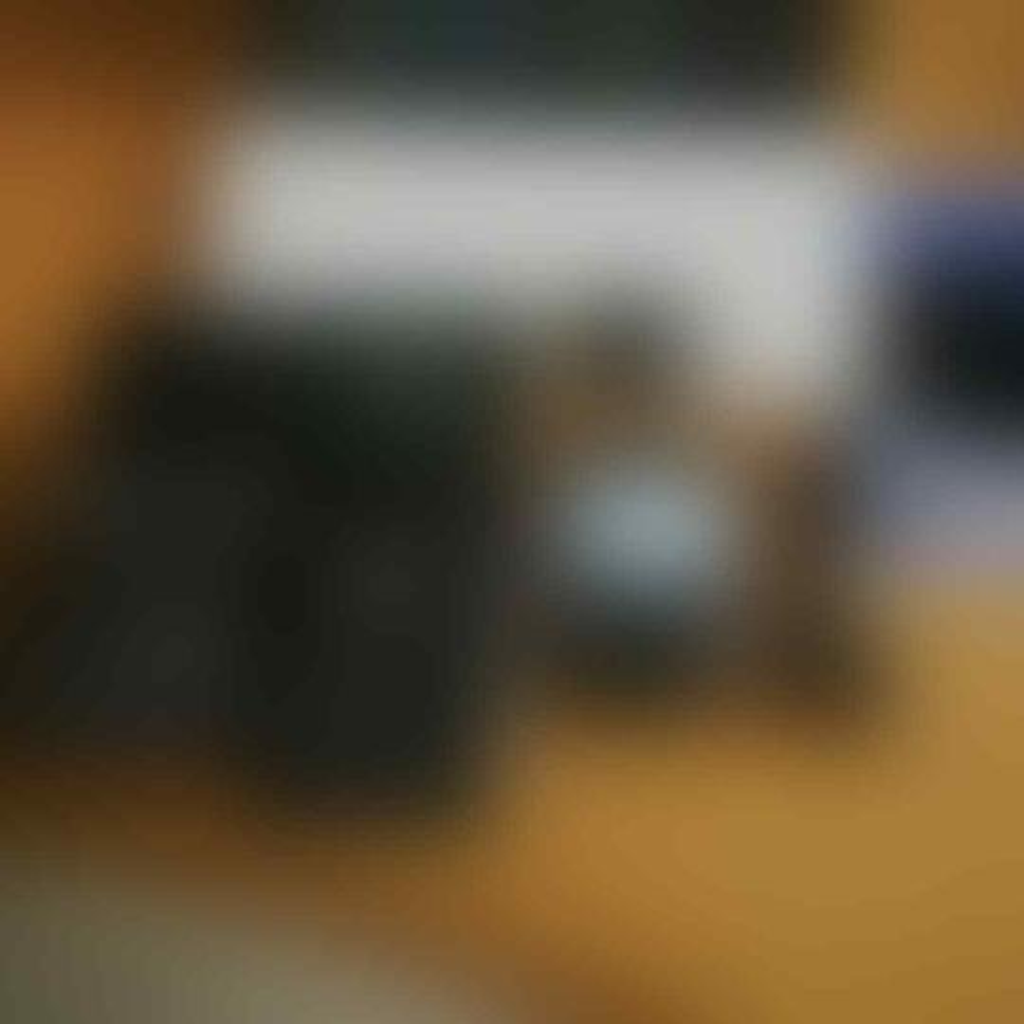 BLACKBERRY DAKOTA 9900 SECOND. EKSGARANSI TAM. MULUS