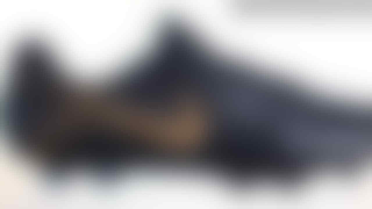 Melihat Lebih Dekat Paket Sepatu Bola 'Black Lux' Baru dari Nike