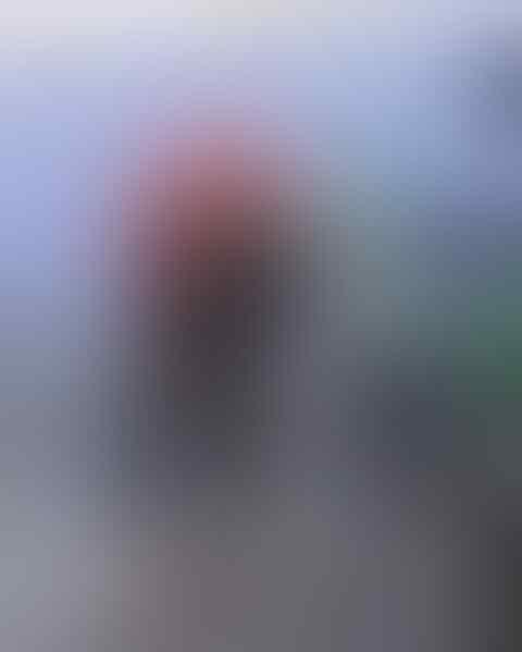Viral Bocah Yang Menggunakan Asap Knalpot Motor Untuk Pengering Rambut