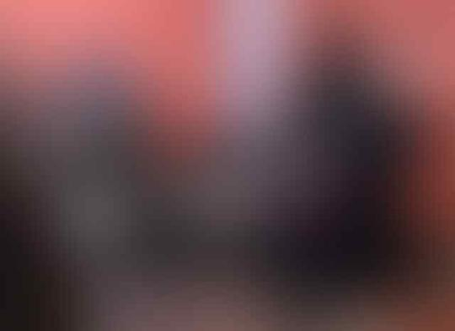 Sosok Bercadar Suka Ajak Selfie Jamaah Perempuan, saat Dibuka Mengejutkan!