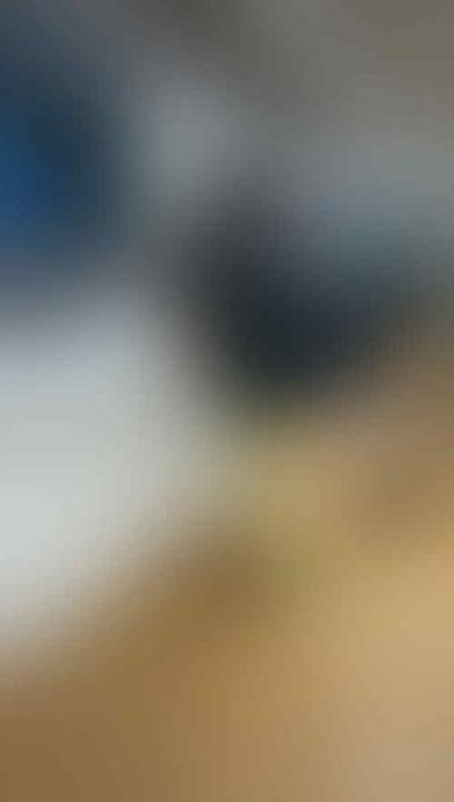Viral! Pengusaha Kaya Dicuekin saat Beli HP Mahal karena Pakai Sandal Jepit