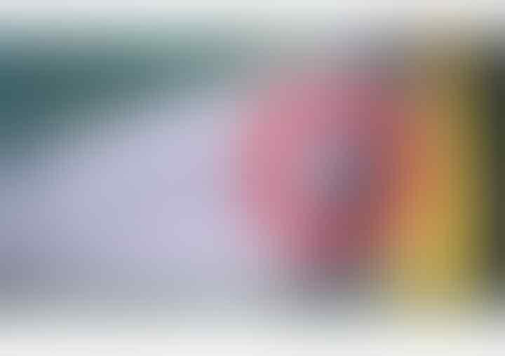 Ngakak Tapi Kasihan! Detik-detik Atraksi Cewek Bonceng Tiga Terjun Ke Selokan