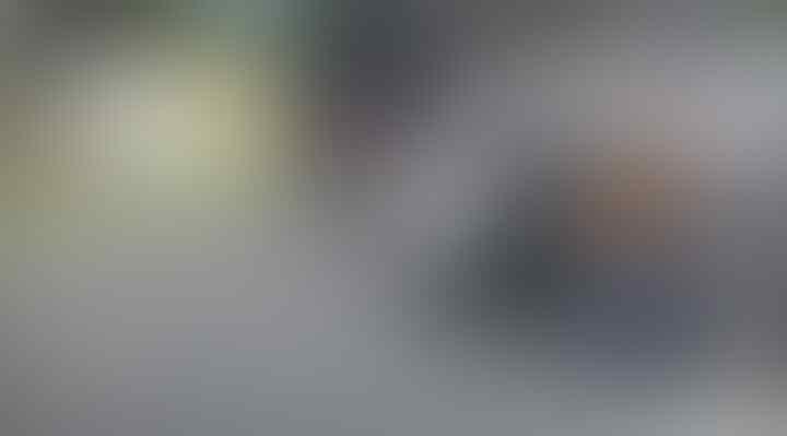 Viral Perempuan Bercadar Berjalan di Tengah Jalan Bikin Macet Magetan