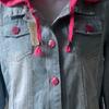 jaket jeans dengan pink hoddie