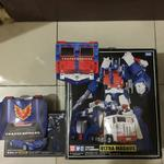 for-sale-masterpiece-transformers-mp-22ultra-magnus--coin--mp-25-track--coin