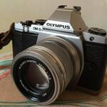 olympus-omd-em5-body-silver-with-olympus-45mm-f-18-ed-mzuiko-digital