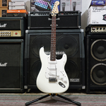 billy-musik-squier-bullet-stratocaster---arctic-white