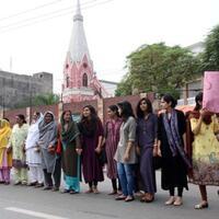 umat-muslim-di-pakistan-menunjukkan-solidaritas-terhadap-umat-kristen