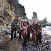 kejanggalan-di-foto-keluarga-ibu-ani-yudhoyono