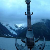 gitar-gitar-terunik-didunia-mayan-bikin-ngakak-gan