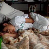 dimanakah-posisi-tangan-anda-ketika-tidur