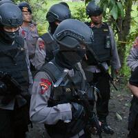 lapor-dibuntuti-orang-rumah-hasan-digeledah-polisi