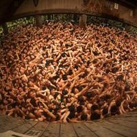 tradisi-aneh-orang-telanjang-di-dunia