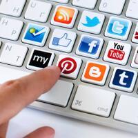 social-media--tempat-dimana-kita-bisa-menjadi-siapa-saja-dalam-waktu-singkat