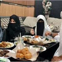 ustad-arifin-ilham---arti-berpoligami-dalam-islam--beristikan-3-orang