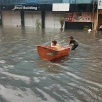 hujan-baru-dua-jam-gotham-city-dikepung-banjir