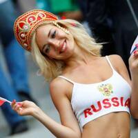 viral-suporter-timnas-rusia-yang-super-seksi-ini-ternyata-bintang-porno
