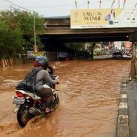 banjir-di-kolong-tol-jorr-jalan-utama-jakarta-bekasi-terputus