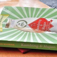 review-buku-kambing--hujan-by-mahfud-ikhwan